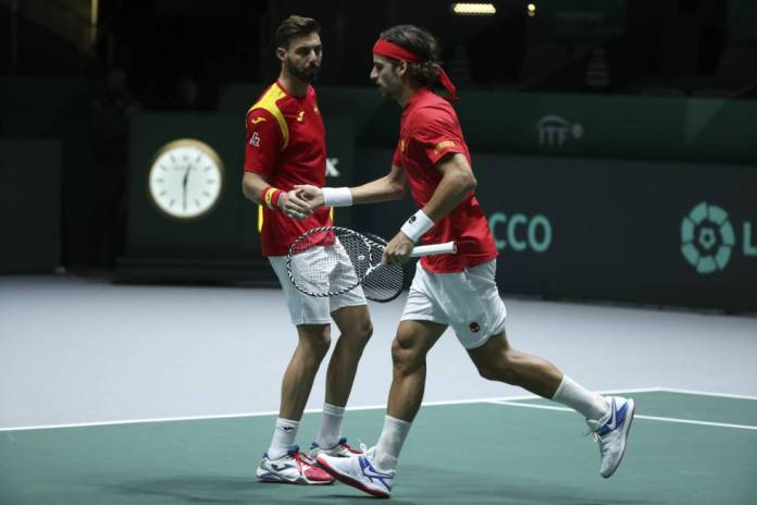 Feliciano López and Marcel Granollers, during the doubles match against Russia.