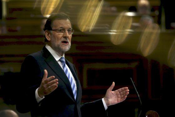 El presidente del Gobierno, Mariano Rajoy, se dirige a los diputados durante el debate sobre el Estado de la Nación / ULY MARTIN