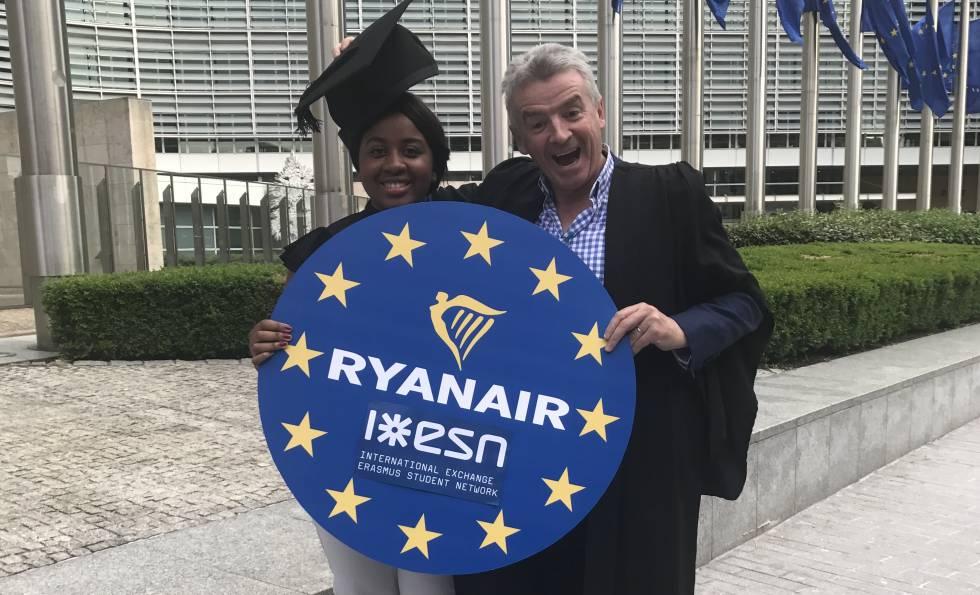 Michael O'Leary, consejero delegado de Ryanair, tras la firma del acuerdo con Erasmus.