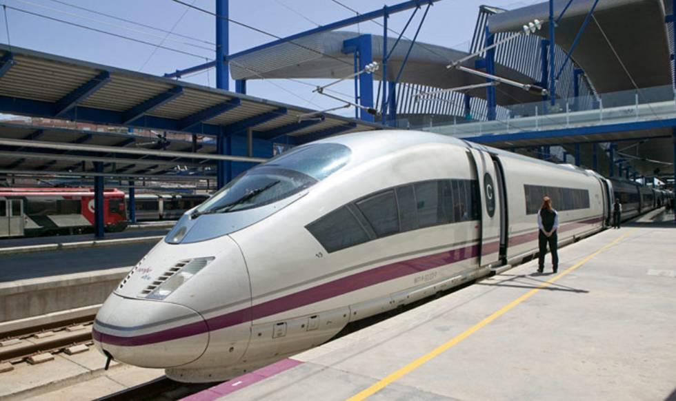 Tren Siemens S103 de la línea Madrid-Barcelona.