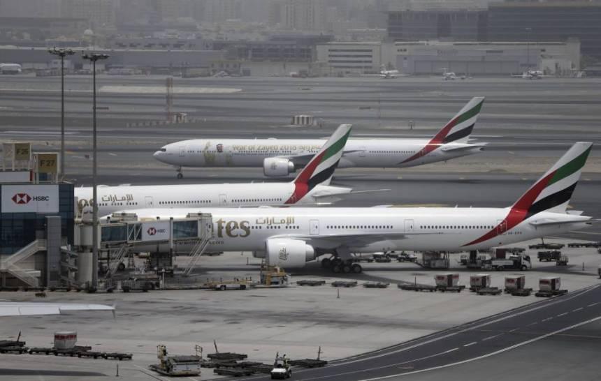 Tres aviones de largo radio de Emirates, el martes pasado en el aeropuerto de Dubái.
