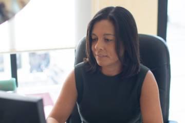 Susana Romero, abogada y autónoma, en su despacho de Jerez.