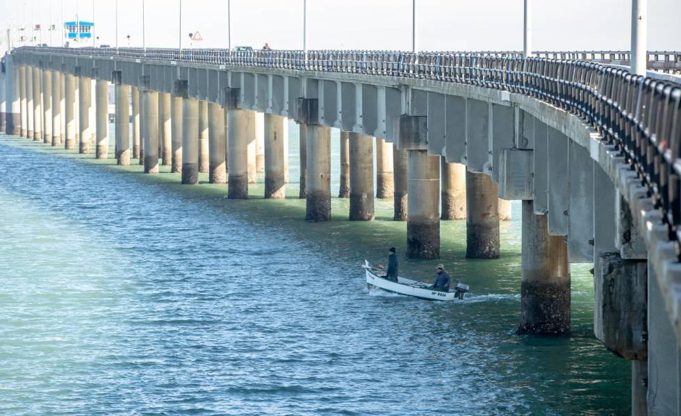 El puente antiguo de Cádiz, José León de Carranza, en el punto kilométrico 3 de la carretera CA-36, fotografiado ayer.