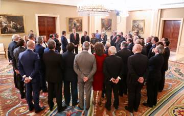 El comité ejecutivo de la CEOE en conversación con el Rey.