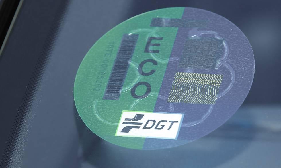 Etiqueta ECO que reciben los vehículos híbridos.