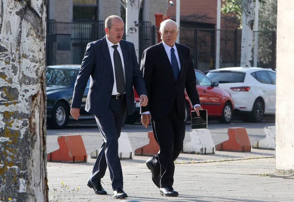 El expresidente de BBVA, Francisco González, a su llegada a la Audiencia Nacional de San Fernando de Henares para declarar como testigo en el juicio de Bankia.