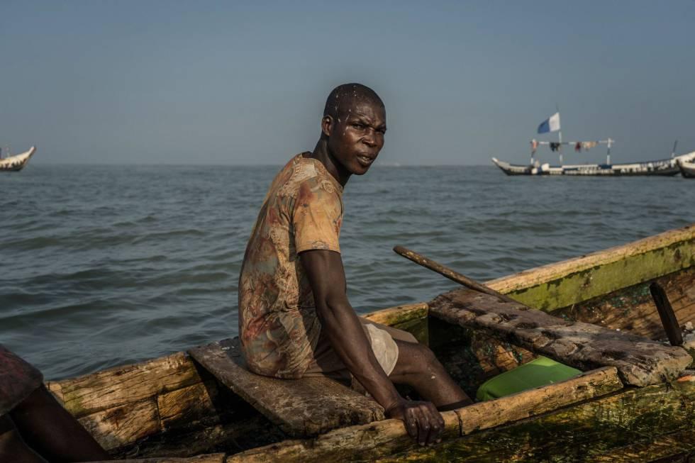 Eric Quaye Ade, un pescador ghanés en las aguas del Golfo de Guinea, donde ha trabajado durante casi veinte años.