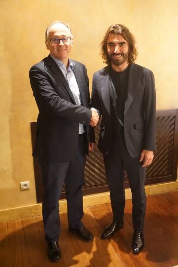 El presidente de Iberia, Luis Gallego, a la izquierda, junto al consejero delegado de Globalia, Javier Hidalgo, en una imagen facilitada por las firmas.