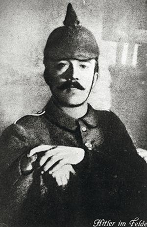 El entonces soldado alemán deprimera resultó herido en una pierna el 7 de octubre de 1916.