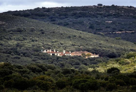 Vista del cortijo sancionado por Parques Nacionales en Cabañeros. / CLAUDIO ALVAREZ