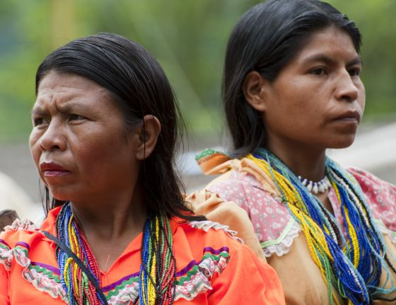 Dos mujeres de la comunidad embera-chamí.