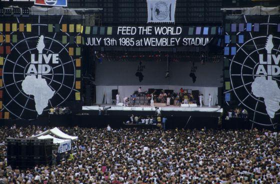 Unas 74.000 personas llenaron el estadio Wembley de Londres. Cuando salieron Queen todavía no era de noche. Cuando acabaron, los espectadores creían que les había pasado por encima una apisonadora.