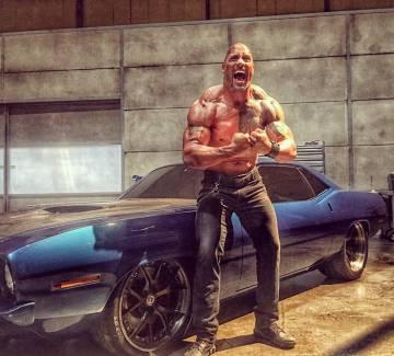 'The Rock en el rodaje de la saga 'Fast and Furious'.