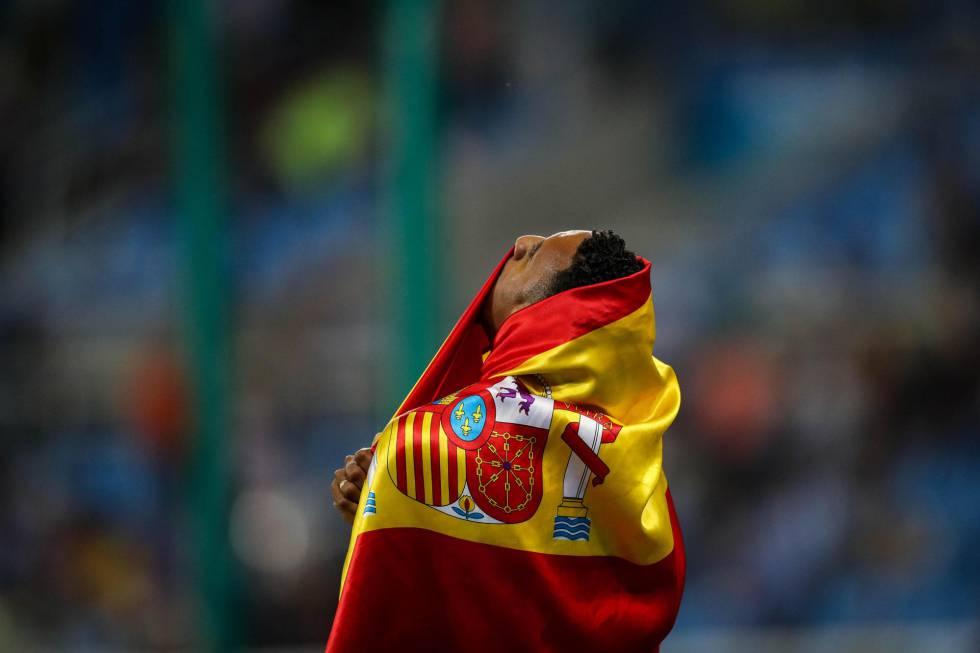 El atleta español Orlando Ortega celebra la segunda posición en la prueba de 110 m vallas en Río.