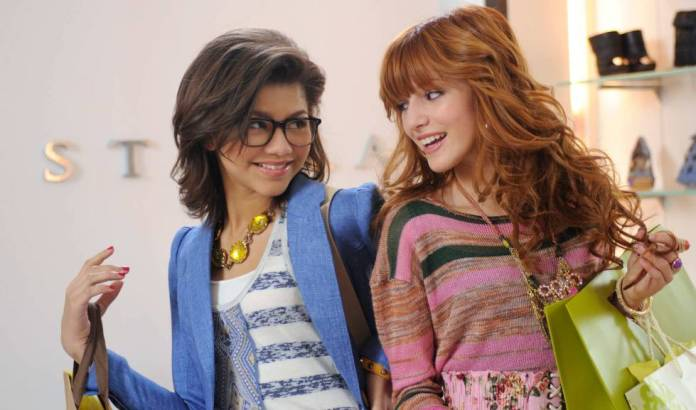 Zendaya Coleman and, to the right, Bella Thorne, in frame of the series of Disney 'Shake It Up', in 2012.