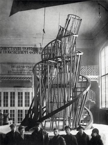 Torre de Tatlin, presentada a en los años veinte, y proyectada para ser la sede de la Tercera Internacional. rn