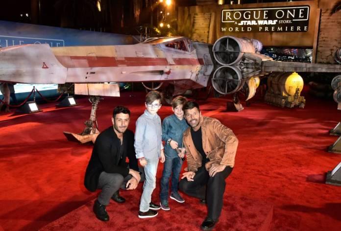 Ricky Martin, junto a su entonces prometido Jwan Yosef y sus hijos, en el estreno de Star Wars Rogue One en diciembre de 2016 en Los Ángeles.