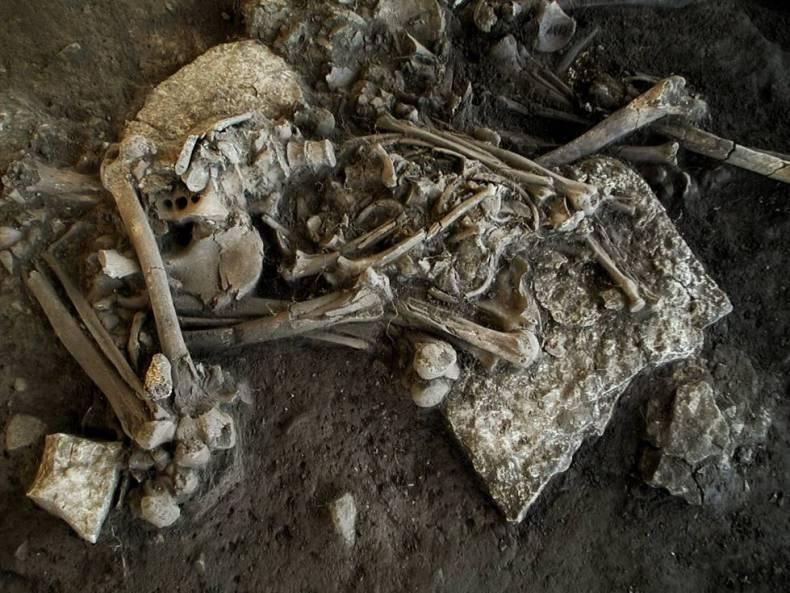 Restos mortales de la joven de 20 años en la que se encontró la bacteria de la peste.