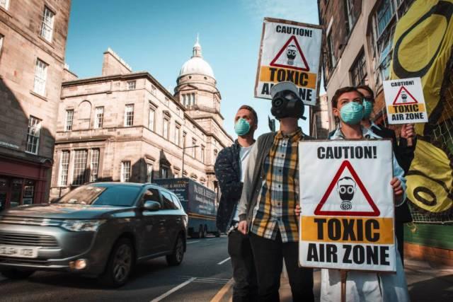 Un grupo de activistas reclama aire limpio después de que Edimburgo inclumpliese las normas sobre calidad del aire.