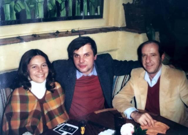 Judy, esposa de Jerry Potter, Vladimir Alexandrov y su colega Bob Cess, en EE UU.
