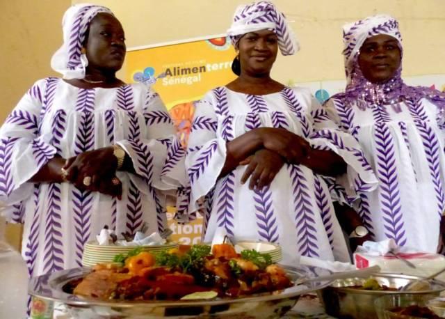 Participantes en el concurso culinario del Festival Alimenterre en Saint Louis, Senegal.