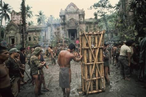 Parte del gran decorado que se tuvo que construir en Filipinas para rodar 'Apocalypse Now'.
