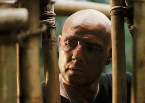 Marlon Brando se presentó con 130 kilos y sin saberse el guion. Cobró tres millones de dólares por tres semanas de rodaje.