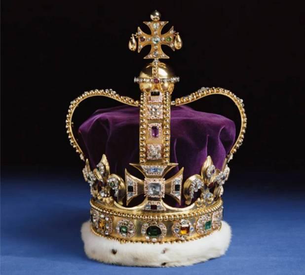Primer plano de la corona de San Eduardo.