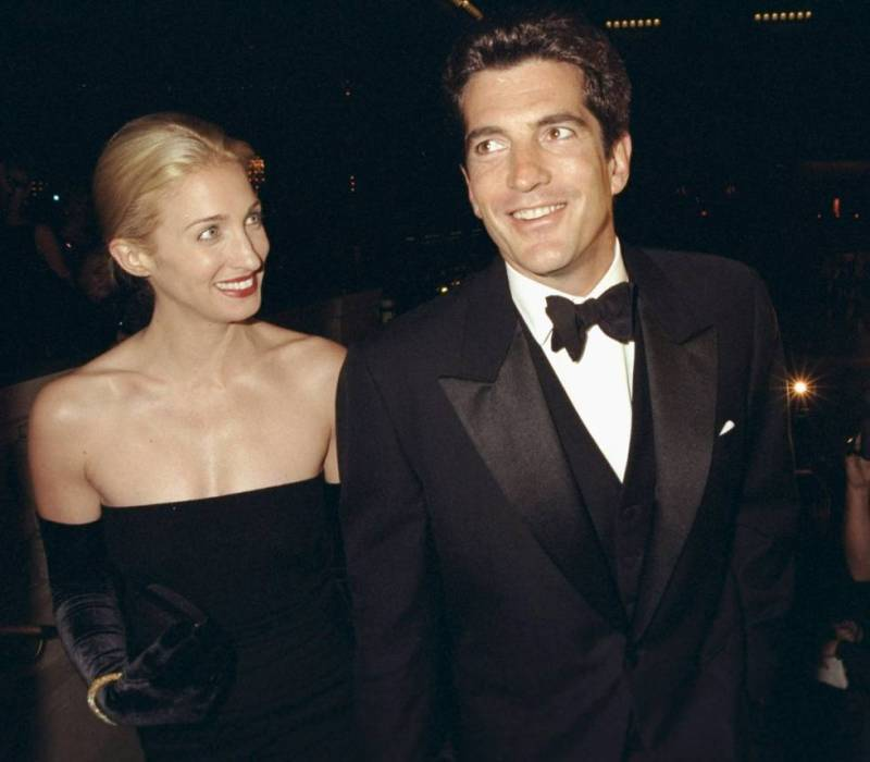 John F. Kennedy Jr. with his wife Carolyn Bessette at a gala in New York in 1998.