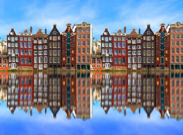 La arquitectura típica de las casas de Ámsterdam (Holanda).