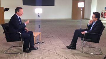 Cameron, durante la entrevista con Robert Peston, en la que ha hecho las revelaciones.