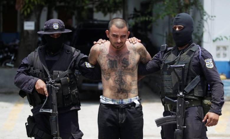 El líder pandillero Jesus Vásquez alias 'El Tigre' fue presentado el lunes ante los medios tras su detención en Colón.