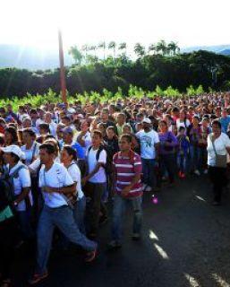 Venezuela deja salir a Colombia a miles de personas para comprar comida