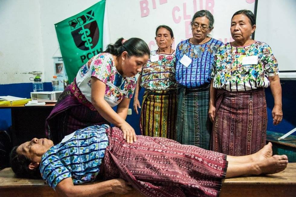 """Parteras, las """"hadas madrinas"""" de la salud materna en Guatemala"""