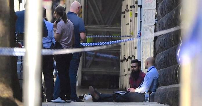Las autoridades interrogan a uno de los supuestos detenidos por el atropello masivo en Melbourne.