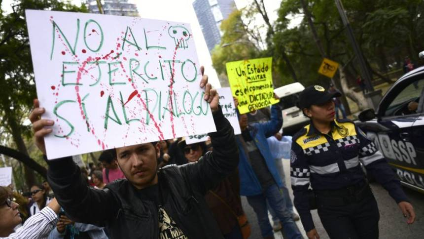 Protesta contra la Ley de Seguridad Interior en Ciudad de México.