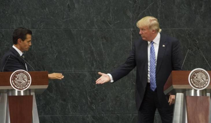 Peña Nieto y Trump, durante la visita de este a México en la campaña electoral.