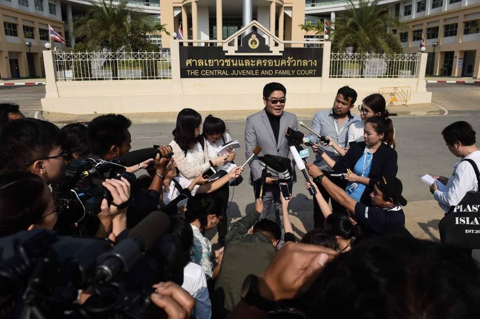 El abogado de Mitsutoki Shigeta habla a la prensa tras el juiicio, este martes.