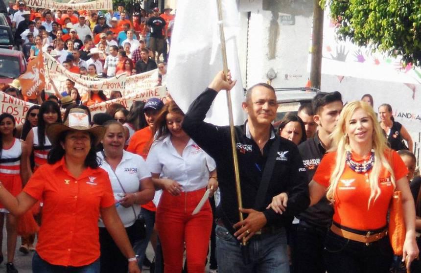 Juan Carlos Andrade Magaña en campaña para la alcaldía en 2015.