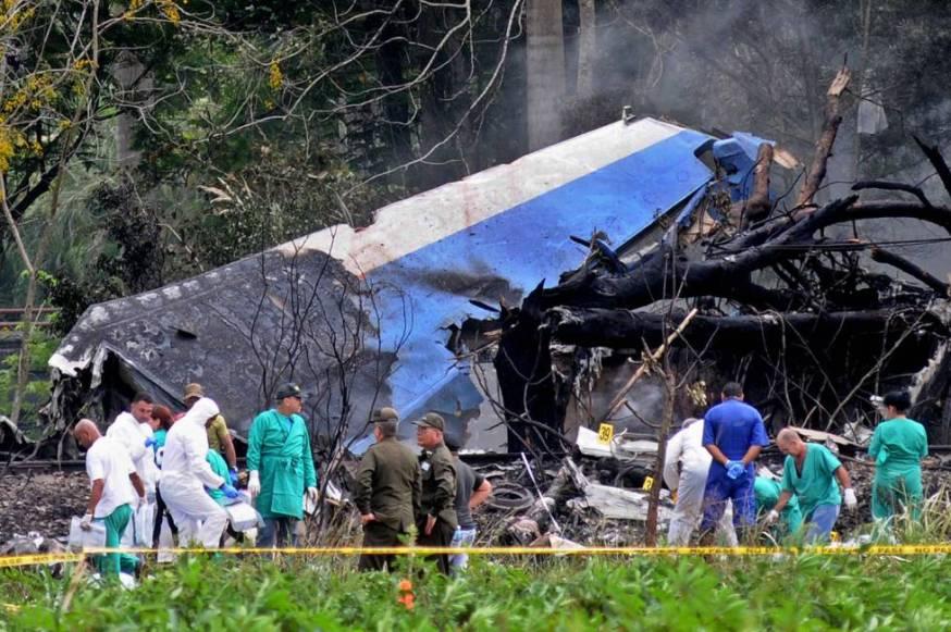 Restos del avión, que se estrelló el viernes en un paraje agrícola despoblado a las afueras de La Habana.