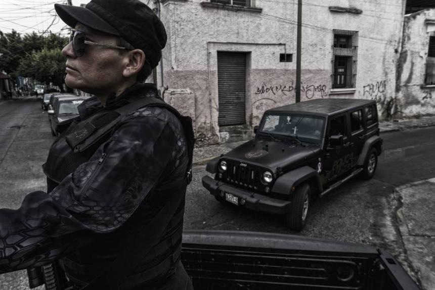 Personal de la policía del estado de Jalisco patrullan la ciudad de Guadalajara.