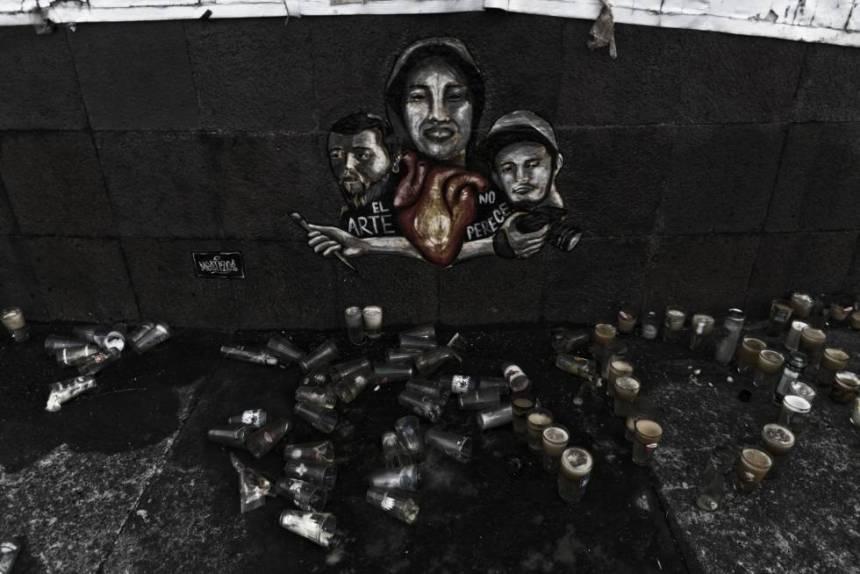 Mural en homenaje a los tres estudiantes de cine desaparecidos en Guadalajara.