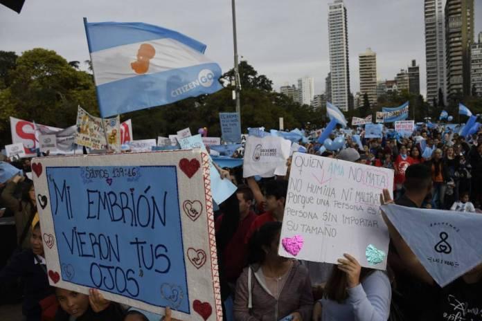 Passeata em Rosário contra o aborto, em 10 de junho.