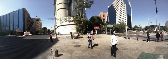 A la izquierda, 'El Universal' y al centro de la imagen la antigua redacción de 'Excélsior' en Ciudad de México.