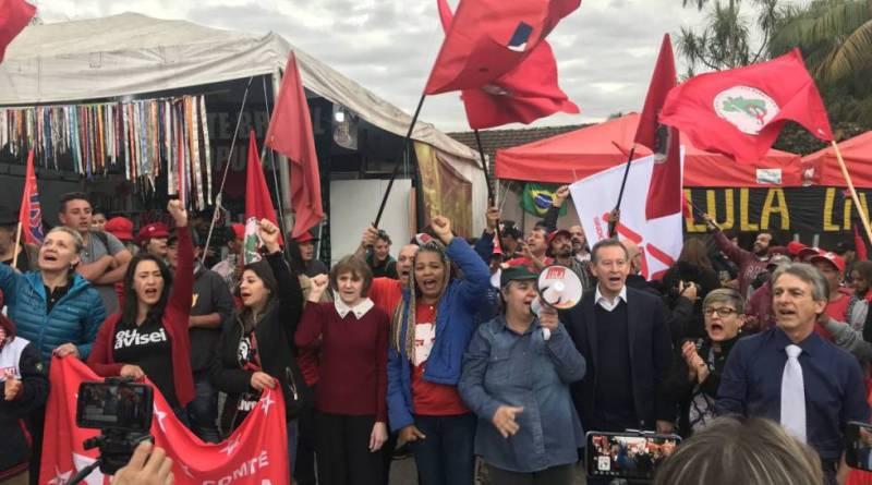 """Brasil. """"¡Buenos días, presidente Lula!"""" : los gritos de ánimo que llegan a la cárcel en Curitiba"""