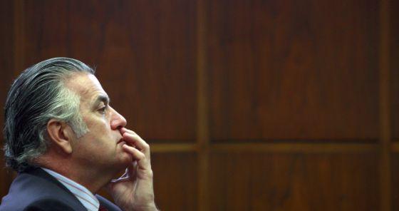 Luis Bárcenas, senador del Partido Popular, durante la comisión de Asuntos Iberoaméricanos en mayo de 2009. / ÁLVARO GARCÍA