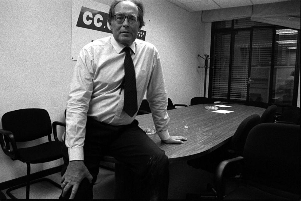 Francisco García Salve, en 1995 en su despacho de Comisiones Obreras.