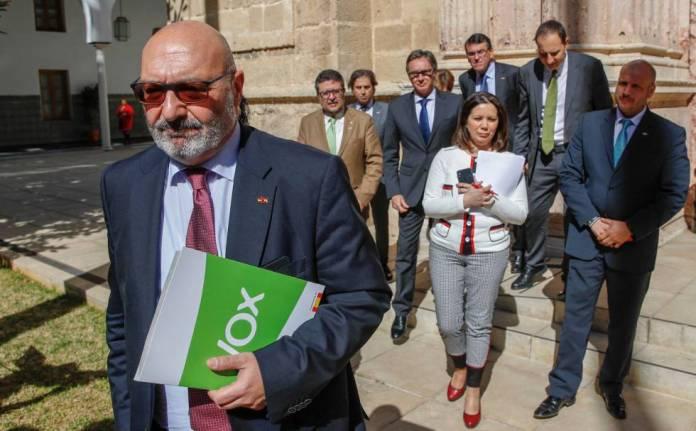 Vox percibe casi tres millones de euros en subvenciones por sus escaños en  Andalucía | España | EL PAÍS