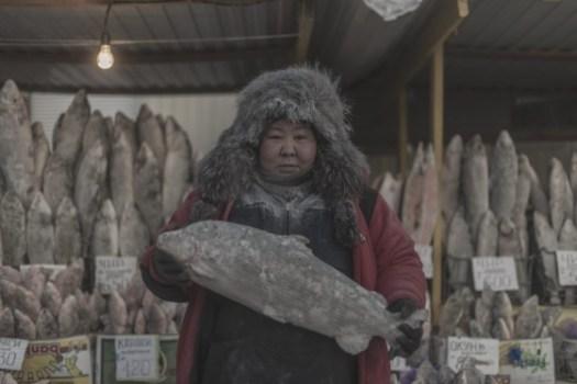 Uma vendedora de peixe.