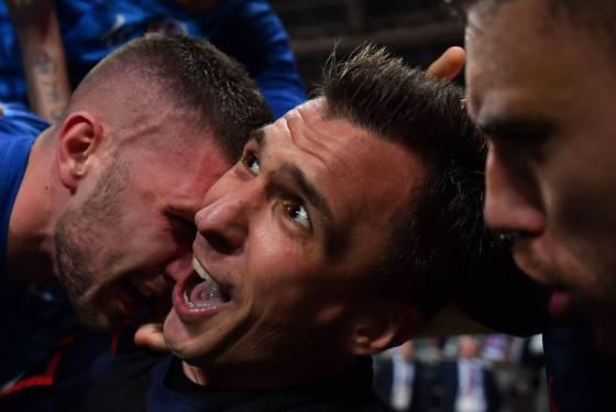 """Fotógrafo 'atropelado' pela Croácia: """"Toda a seleção caiu em cima de mim, mas eu não parei de tirar fotos"""""""